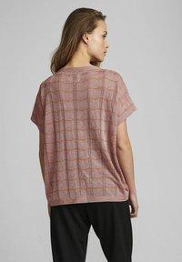 Nümph - NUDARLENE DARLENE - Print T-shirt - ash rose - 1