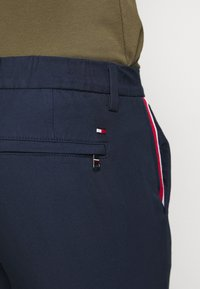 Tommy Hilfiger - DENTON CORP STRIPE - Shorts - blue - 5