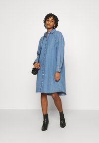 Monki - Denimové šaty - blue medium dusty - 1