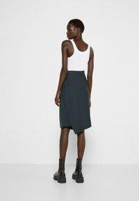 Vivienne Westwood - LOOSE INFINITY SKIRT - Pencil skirt - green - 2