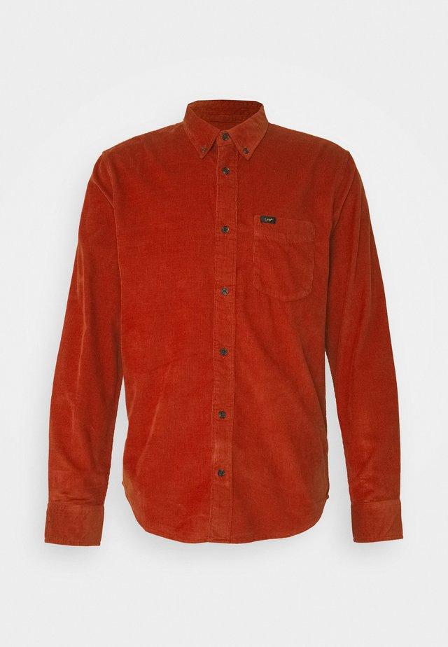 BUTTON DOWN - Camisa - red ochre