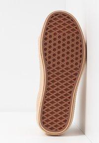 Vans - SK8 VIVIENNE WESTWOOD - Skate shoes - tan - 8