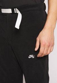 Nike SB - NOVELTY PANT - Spodnie treningowe - black/(sail) - 5