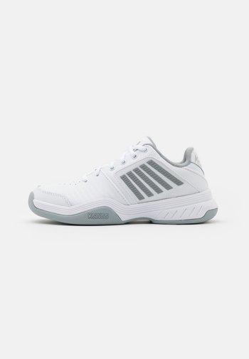 COURT EXPRESS CARPET - Carpet court tennis shoes - white/high rise/silver