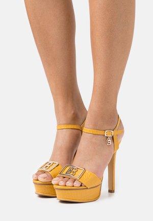 Platform sandals - mustard