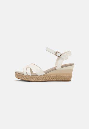 GRADIENT MID - Sandály na platformě - ecru