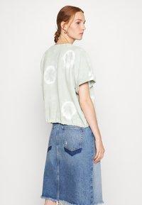 Ética - LINDSAY - Print T-shirt - light green - 2