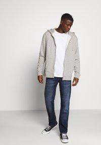 Tommy Jeans - RYAN STRAIGHT - Jeans straight leg - blue denim - 1
