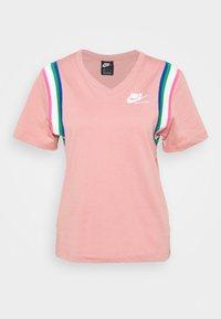 Nike Sportswear - T-shirt imprimé - rust pink/white - 3