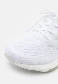 adidas Performance - ULTRABOOST 21 - Scarpe running neutre - footwear white/grey three - 5