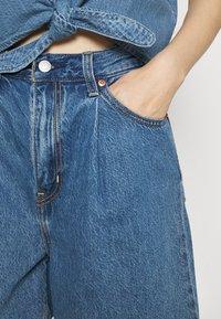 Levi's® - PLEATED - Denim shorts - blue denim - 3