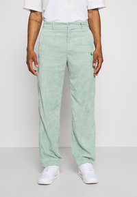 Vintage Supply - RELAXED TROUSER WITH YIN YANG EMBROIDERY UNISEX - Trousers - green - 0