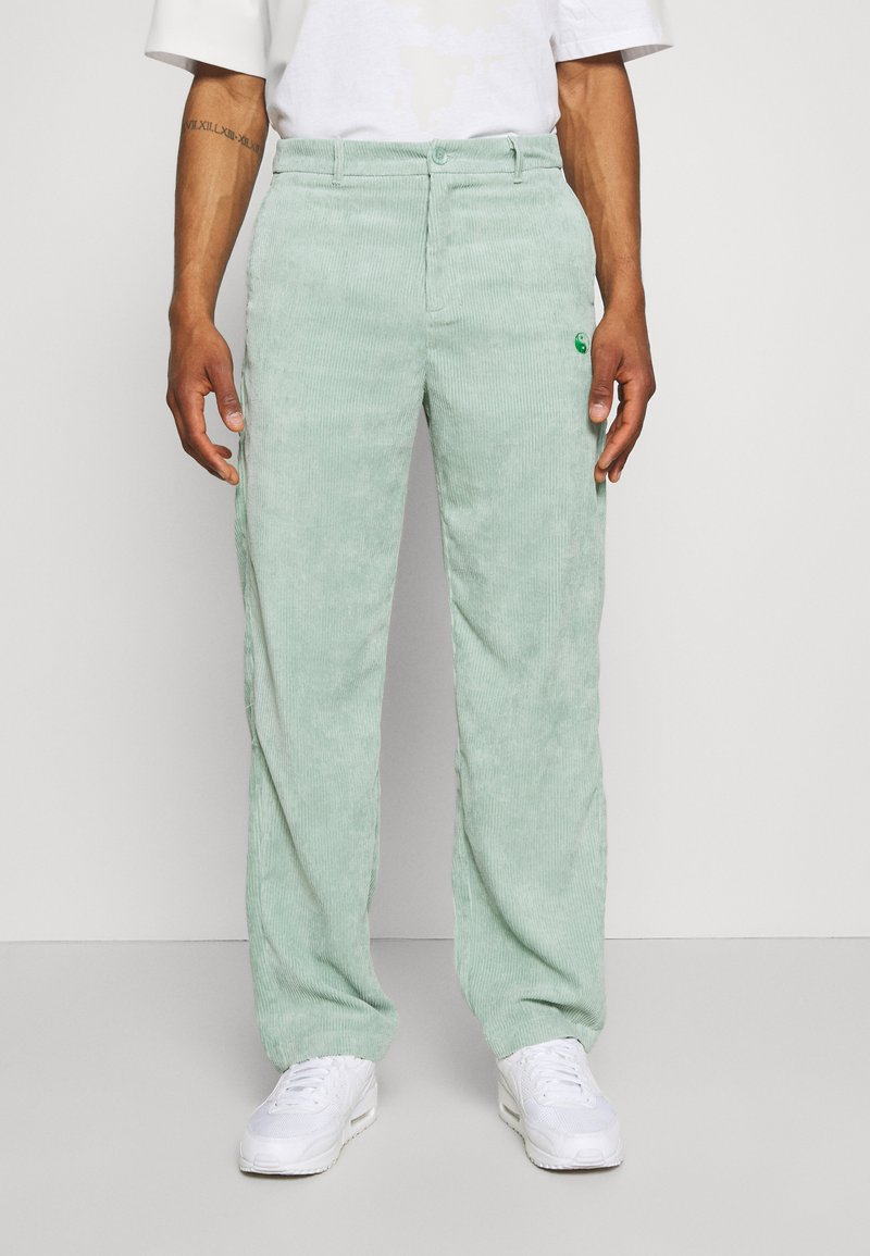 Vintage Supply - RELAXED TROUSER WITH YIN YANG EMBROIDERY UNISEX - Trousers - green