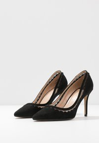 Dorothy Perkins Wide Fit - WIDE FIT ELIZA SCALLOP DETAIL COURT - High heels - black - 4
