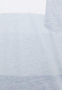 Solid - PORUS - Print T-shirt - insignia blue - 7