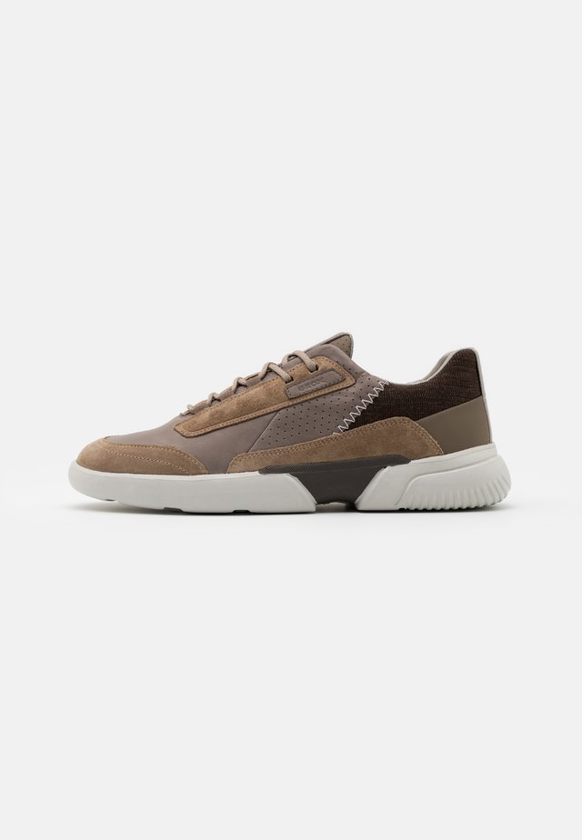 SMOOTHER - Sneakersy niskie - dove grey/sand