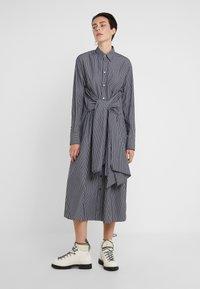 MM6 Maison Margiela - Maxi šaty - black/white - 4