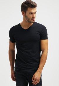 Petrol Industries - 2 PACK - Basic T-shirt - black - 1