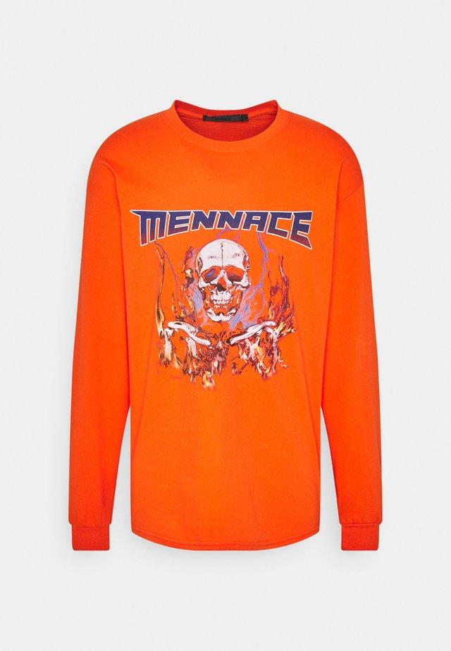 HALF BLEACH FLAME SKULL - Long sleeved top - orange