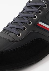Tommy Hilfiger - ICONIC RUNNER - Trainers - black - 5