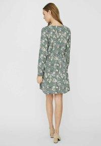 Vero Moda - Day dress - laurel wreath - 2