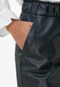 BRAX - STYLE MAINE S - Trousers - marine - 4