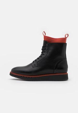 SPORT BOOT  - Šněrovací kotníkové boty - black/princeton orange
