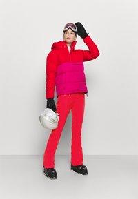 Burton - IVY OVER BOOT - Ski- & snowboardbukser - hibiscus pink - 1