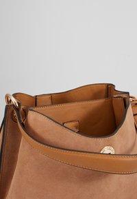 L.CREDI - EVELINA - Handbag - camel - 5
