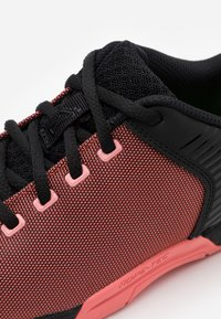 Inov-8 - F-LITE 270 - Sports shoes - coral/black