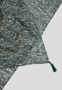 s.Oliver BLACK LABEL - Scarf - dark green aop - 5