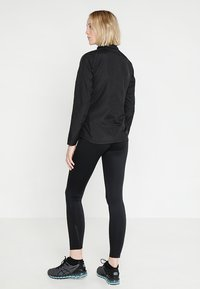 ASICS - SILVER JACKET - Kurtka do biegania - performance black - 2