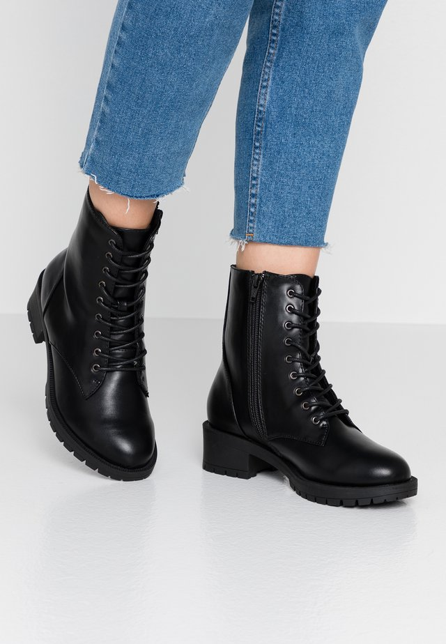 WIDE FIT BIACLAIRE CRYSTAL BOOT - Veterboots - black