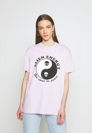 ALIEN ENERGY TEE - Print T-shirt - lilac