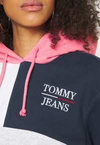 Tommy Jeans - CROP COLORBLOCK LOGO HOODIE - Sweatshirt - silver grey/multi - 5