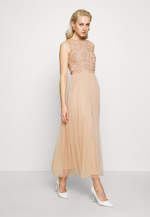 EMBELLISHED OVERLAY MIDAXI DRESS - Robe de cocktail - peach