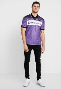 Le Fix - FADE FOOTBALL - Polotričko - purple - 1