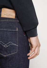 Replay - BRONNY AGED  - Jeans Tapered Fit - dark blue - 5