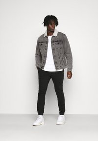 Only & Sons - ONSLOUIS LIFE JACKET - Giacca di jeans - grey denim - 1