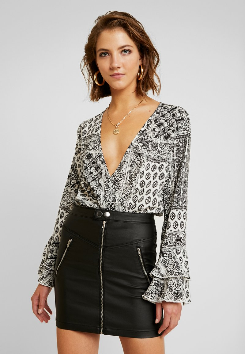 Missguided - FLORAL SCARF PRINT PLUNGE BODYSUIT - Blouse - white