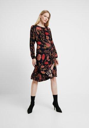 BANQUISE - Žerzejové šaty - black