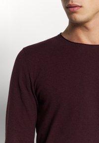Selected Homme - SLHDOME CREW NECK - Jersey de punto - winetasting/melange - 5
