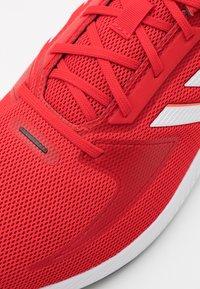 adidas Performance - RUNFALCON 2.0 - Neutrala löparskor - vivid red/footwear white/solar red - 5