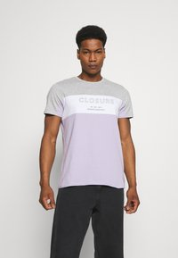 CLOSURE London - PANELLED LOGO BLOCK TEE - T-shirt med print - grey/violett - 0