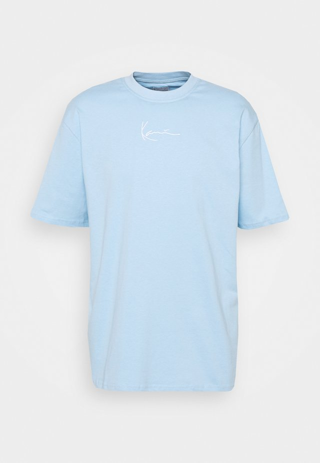 SMALL SIGNATURE TEE UNISEX - T-shirt med print - light blue