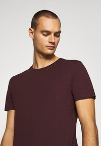 Burton Menswear London - SHORT SLEEVE CREW 7 PACK  - T-shirt basic - black/white/charcoal/navy/burgundy/dusty olive - 5