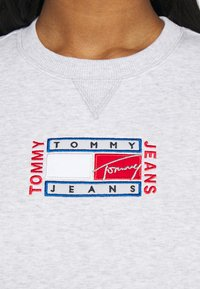 Tommy Jeans - TIMELESS FLAG - Sweatshirt - silver grey - 3