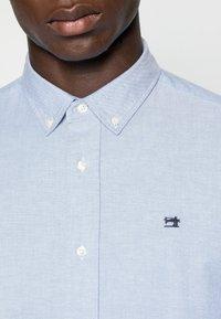 Scotch & Soda - REGULAR FIT OXFORD SHIRT WITH STRETCH - Shirt - blue - 4