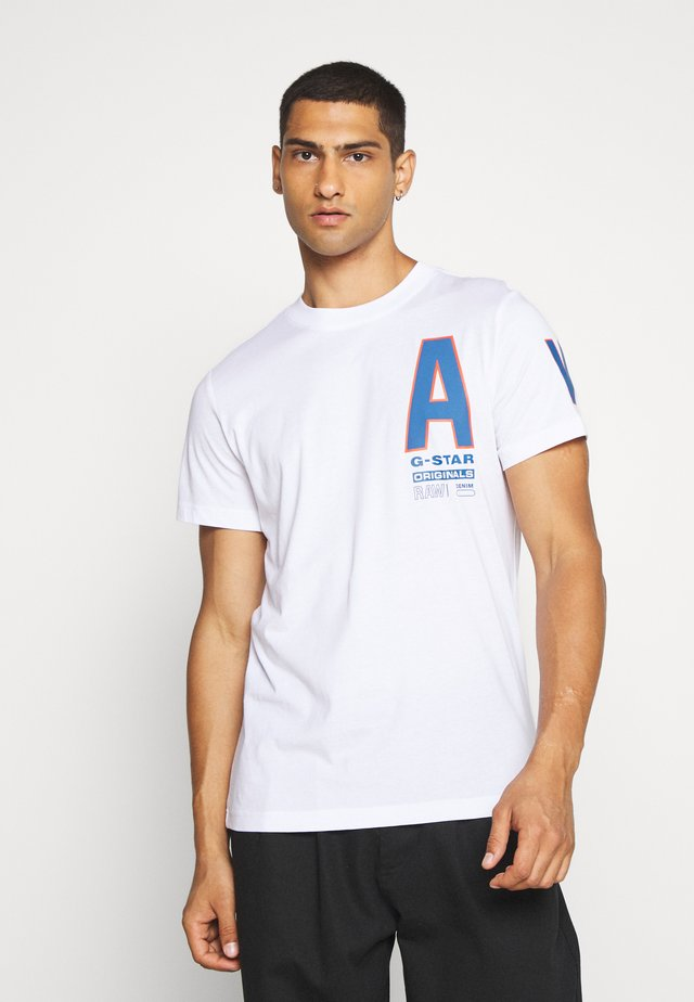 MULTI SPACE  - T-shirts med print - white