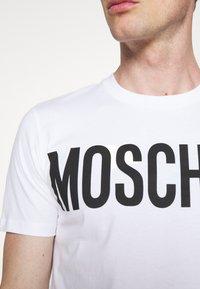 MOSCHINO - Print T-shirt - white - 5